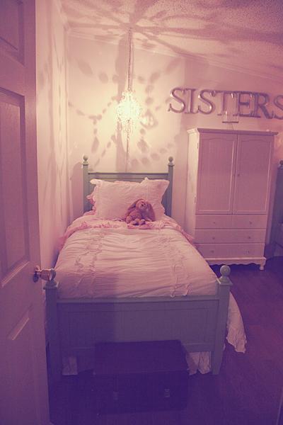 Sisters Room 02 web